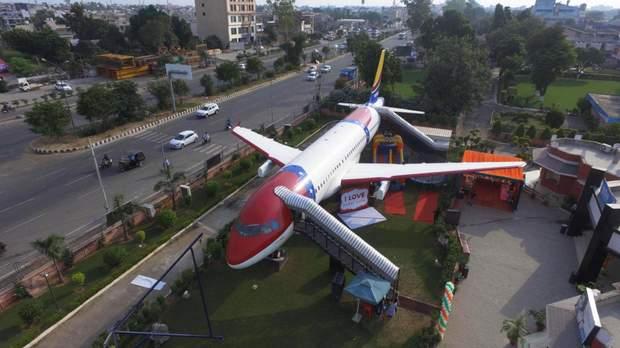 Старенький Airbus А320 перетворився на розкішний ресторан