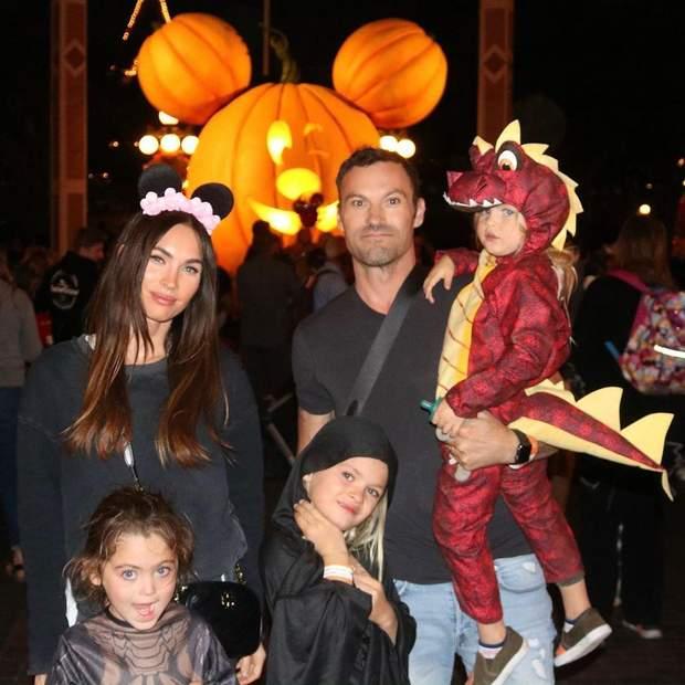 Меган Фокс з дітьми і чоловіком