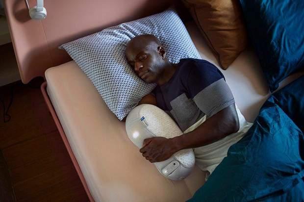 Створили подушку-робота, яка допоможе заснути