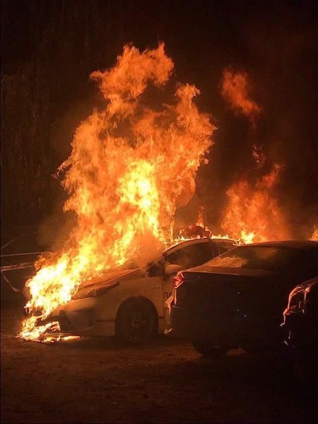 В Києві підпалили автомобіль патрульної поліції / Фото Інформатор