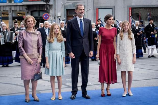 ефектний вихід королівської родини Іспанії