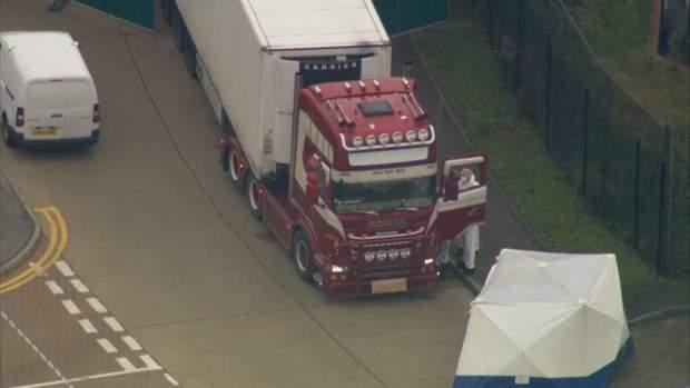 Моторошна знахідка: у Великій Британії виявили вантажівку з людськими тілами