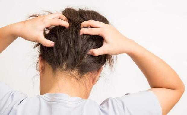 Чим мити голову під час псоріазу