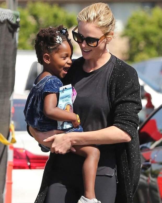 Шарліз Терон з донькою