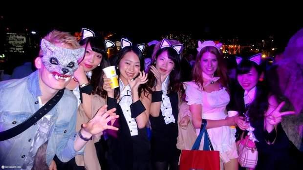 В Японії на Геловін часто переодягаються в костюми котів