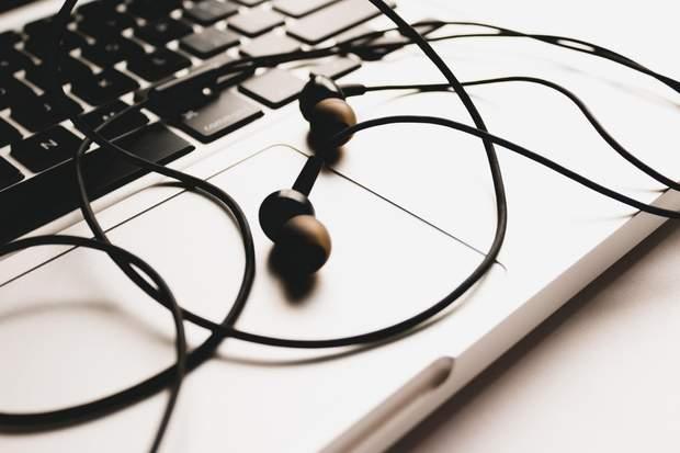 Краще використовувати внутрішньоканальні навушники