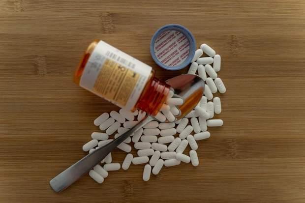 Скільки зберігати відкриті ліки