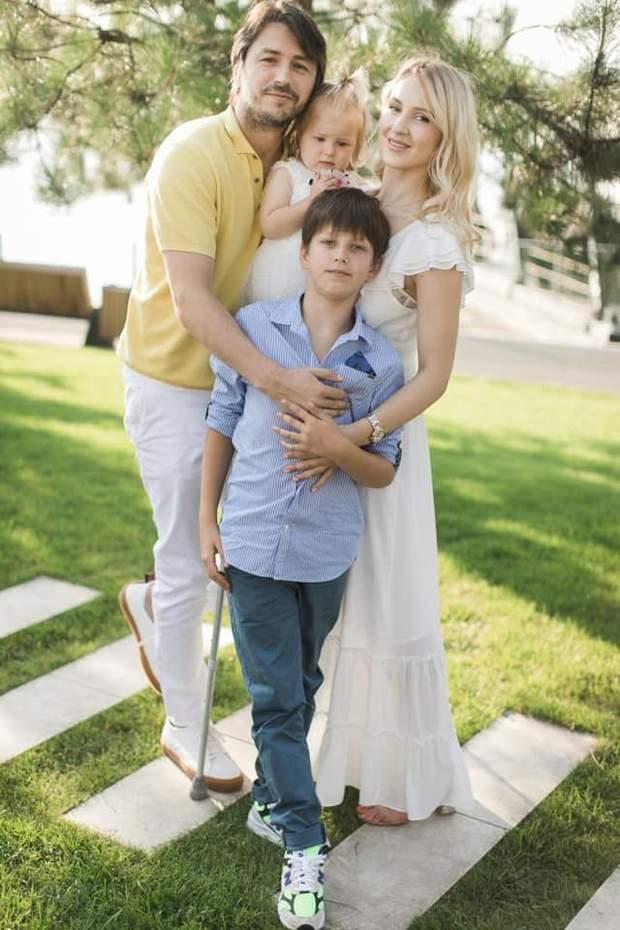 Сергій Притула з дружиною Юлією та дітьми