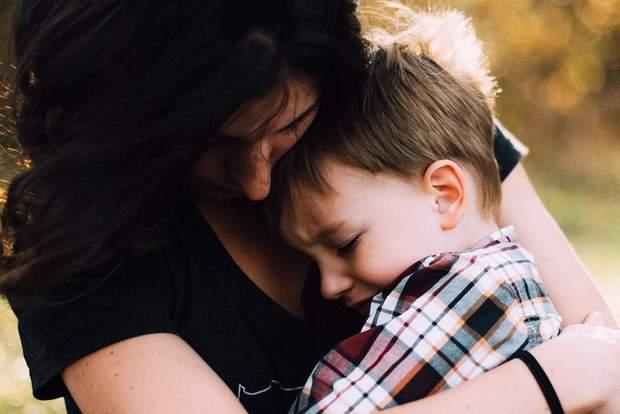 Обіймайте дітей, коли в них істерика