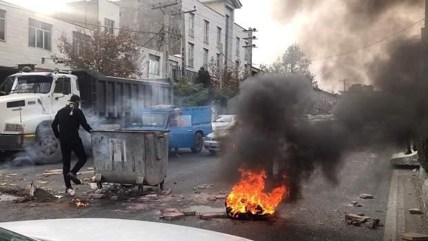 Криза в Ірані: силовики затримали понад тисячу людей, відключили інтернет і мобільний зв'язок