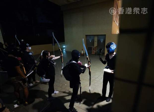 Гонконг протести лучники