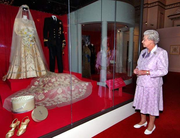 Єлизавета ІІ весільна сукня