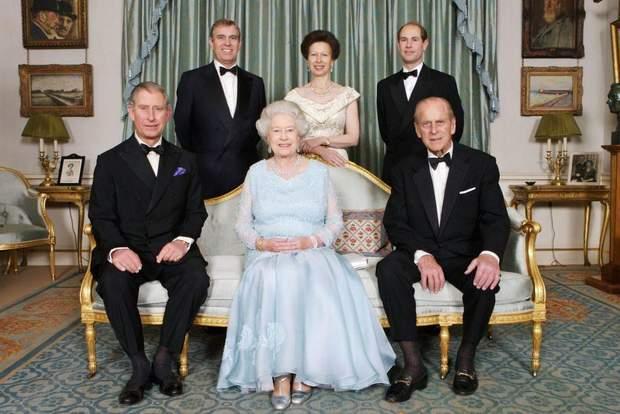 Єлизавета ІІ з принцом Філіпом та дітьми