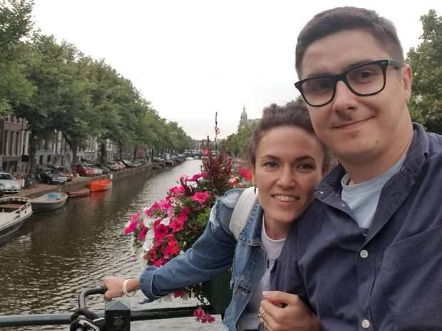 Подружжя багато подорожує