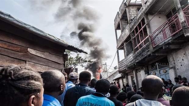 у ДР Конго літак впав на житлові будинки