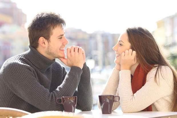 Не бійтеся говорити з хлопцем, покажіть, що ви цікава особистість