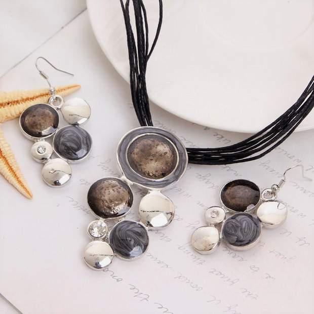 Обирайте прикраси від звичайних сережок до вишуканих наборів