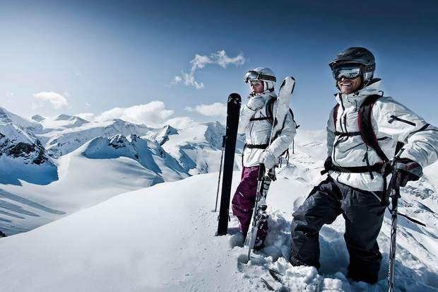 Не баріться з купівлею лижних костюмів для походу в гори