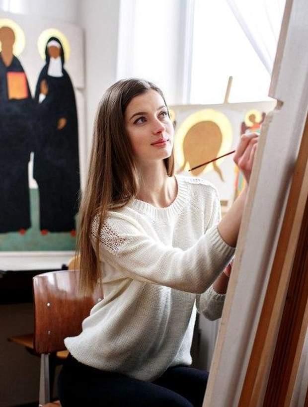 Після втечі від чоловіка Анна почала малювати