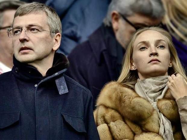 Олена та Дмитро Риболовлєви