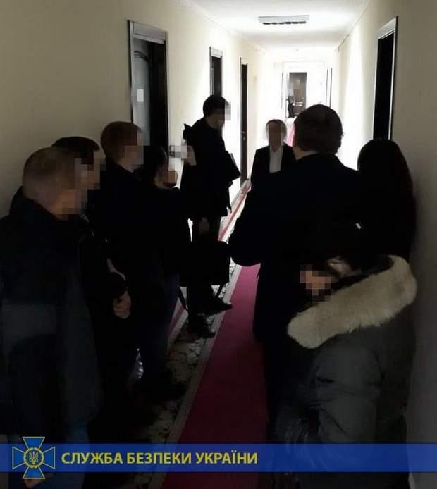 миколаївщина чиновники підручники незаконно закупили
