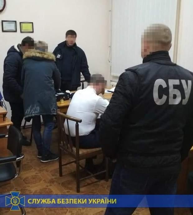 миколаїв обшук чиновники збитки підручники