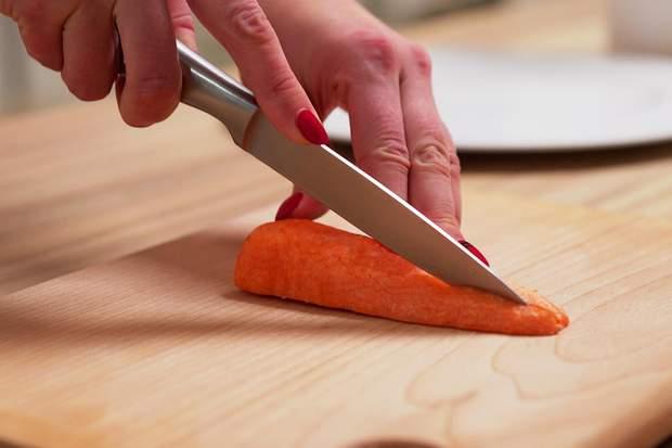 Рецепт приготування стейка лосося з броколі та морквою на сковорідці