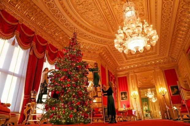 Багряна кімната резиденції королеви Єлизавети ІІ