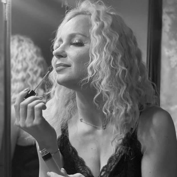 Акторка Лілія Ребрик перед спектаклем
