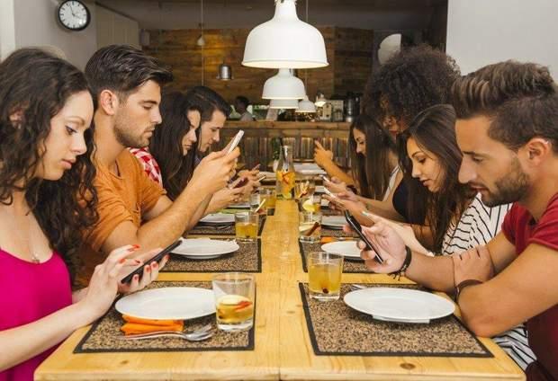 Статистика по користуванню телефоном вражає