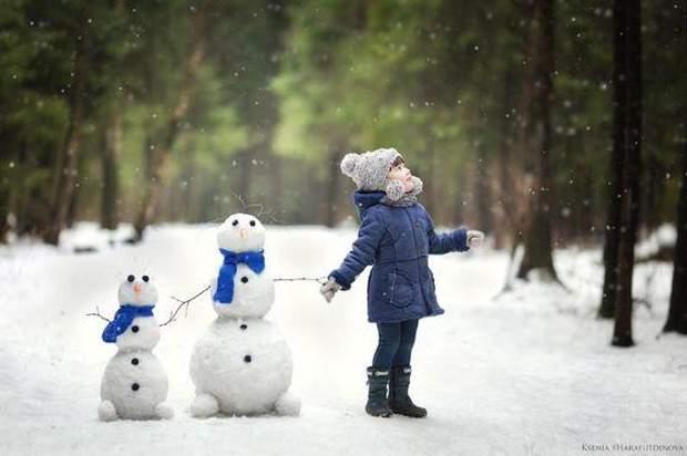 Дитина з сніговиком