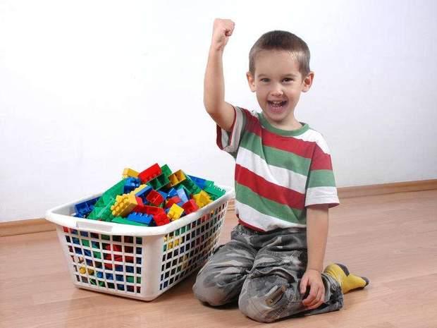 Дитину потрібно зацікавити іграми до прибирання в кімнаті