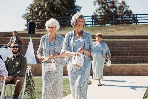 Бабусі чудово виконали свою роль на весіллі