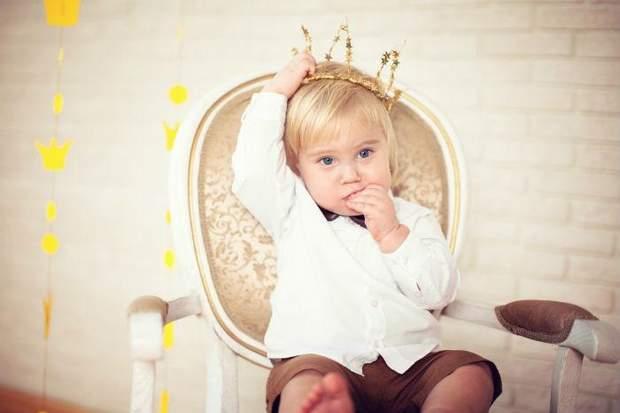 Дитина з короною