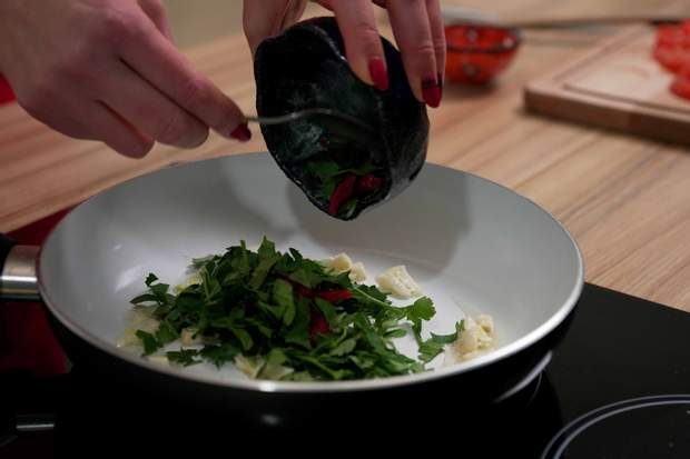 Рецепт приготування мідій у помідорній сальсі