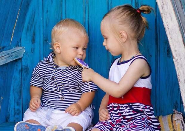 Вчіть дитину ділитися і хваліть це