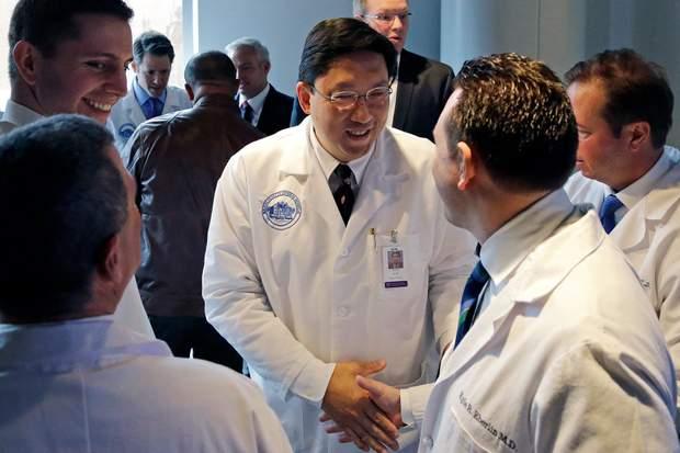 Над операцією працювали міжнародна група хірургів