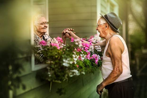 Бабуся з дідусем