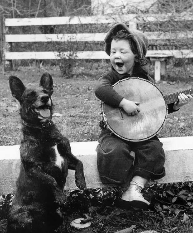 Дитина з собакою