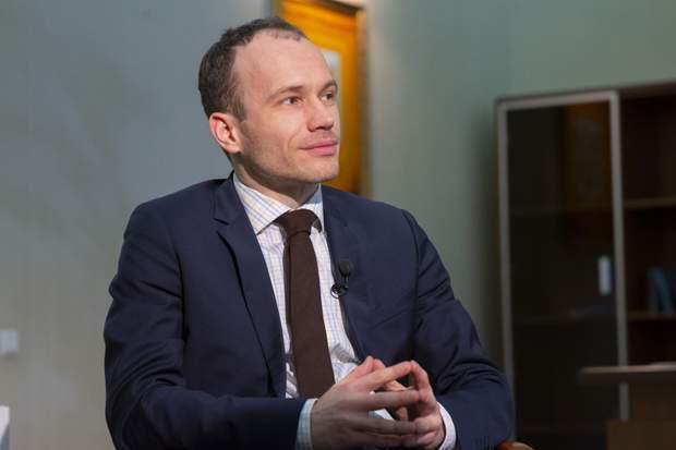 денис малюська міністр премія зарплата
