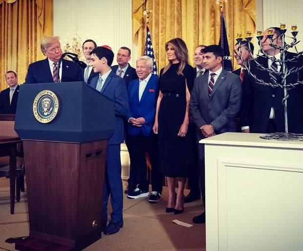 Меланія Трамп обирає чорне вбрання