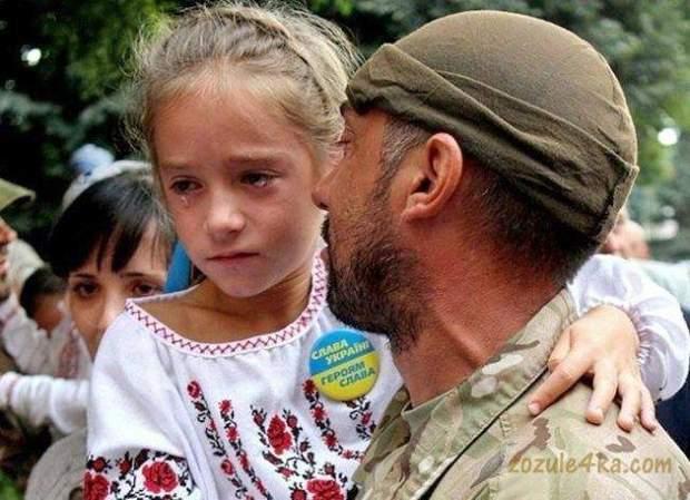 Дитина з військовим