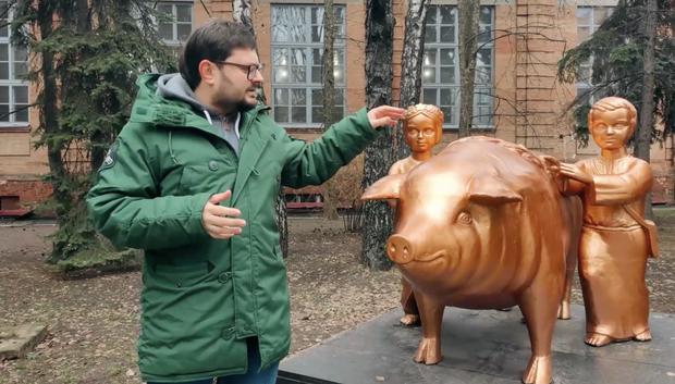 свиня памятник