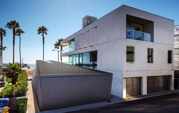 Будинок та гараж в дизайні Cybertruck