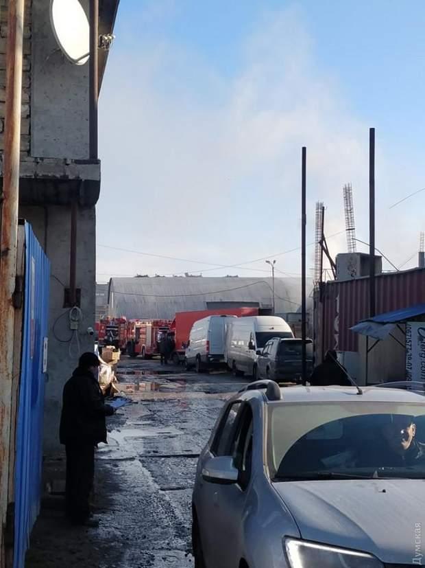 В Одессе возле '7 километра' горят склады: фото