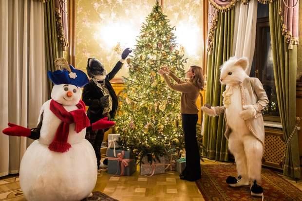 Олена Зеленська прикрасила новорічяну ялинку