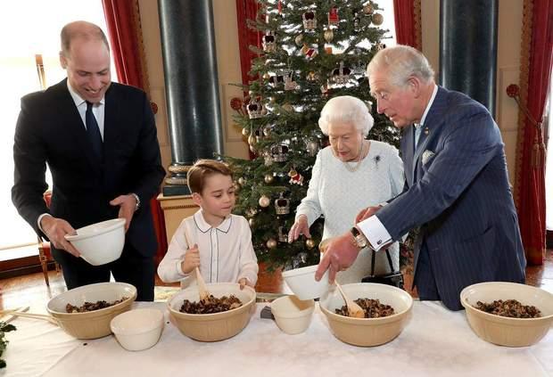 Королівська родина готує пудинг