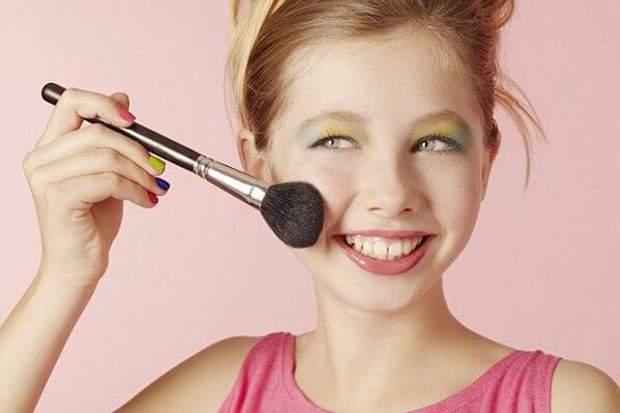 Дівчина фарбується в 13 років