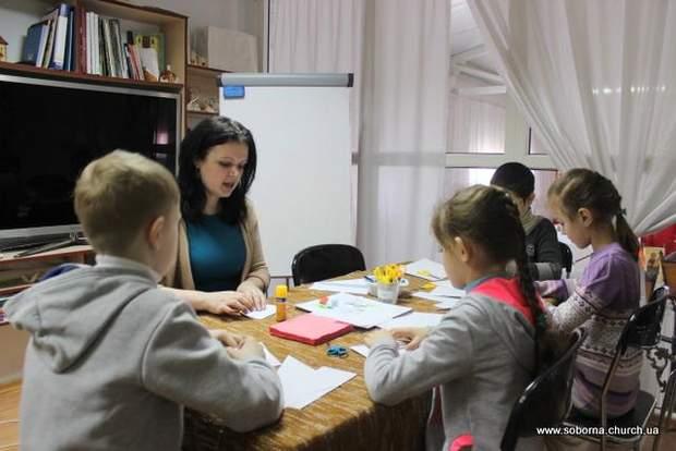 Розмовляючи з дітьми, зробіть якісь аплікації