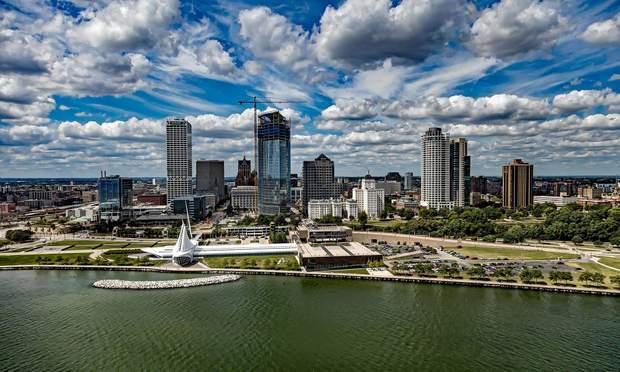 Місто стоїть на озері Мічиган